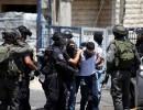 الاحتلال يعتقل أسيرًا محررًا على حاجز عسكري غربي جنين