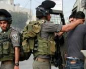 لحظة اعتقال قوات الاحتلال لفتى في مدينة سلفيت