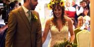 "بالصور: عروسان يُطعمان 280 مدعواً من ""بقايا الطعام""!"