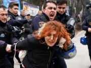 """تركيا: اعتقال 418 شخصا وإقالة 3 رؤساء بلديات لاتهامهم بـ""""الإرهاب"""""""