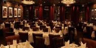 لوس أنجلوس تعيد فتح المطاعم وصالونات تصفيف الشعر بعد أشهر من الإغلاق