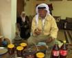 """الحاج فارس النعسان يستخدم الأعشاب كـ""""علاج فعال"""" للمرضى بالضفة"""