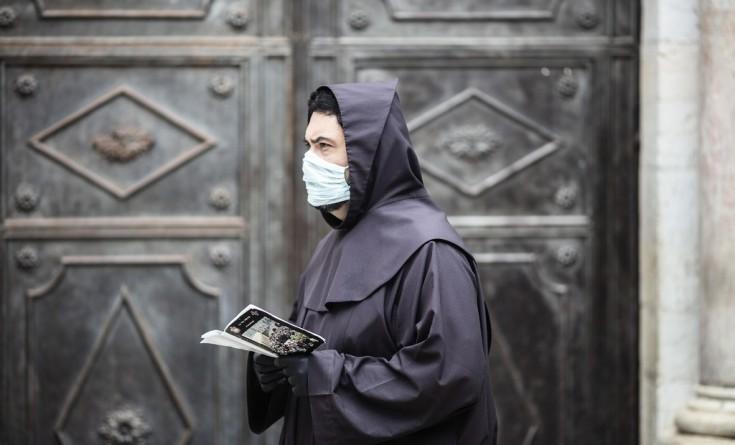 كنيسة القيامة تعيد إغلاق أبوابها خشية تفشي فيروس كورونا