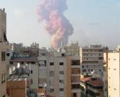 شاهد|| انتشال شاب من تحت أنقاض انفجار مرفأ بيروت