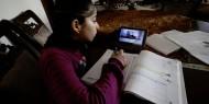 التعليم بغزة مستمر في ظل كورونا.. ولكن عن بعد
