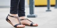 بالصور|| موديلات أحذية مزينة بالسلاسل